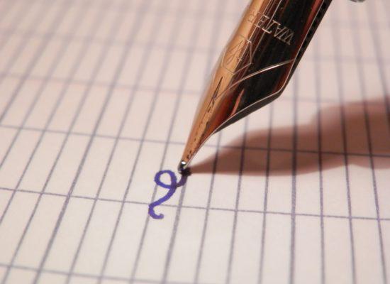 kirjutab